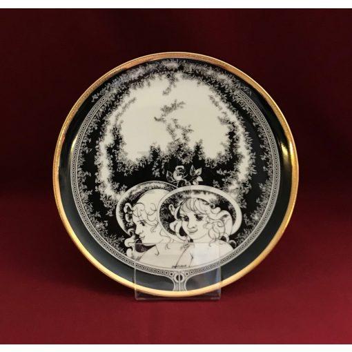 Falitányér, Női fejek, 19 cm