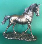 Ügető ló szobor