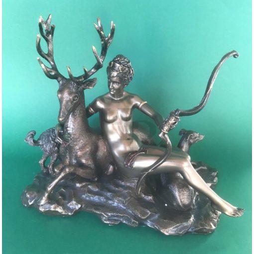 Vadászó Diana szobor
