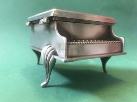 Ékszertartó zongora